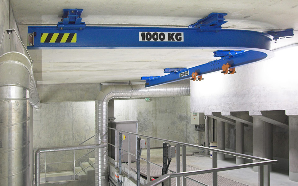Monorail de levage courbe sous suspentes ADEI équipé d'un palan manuel
